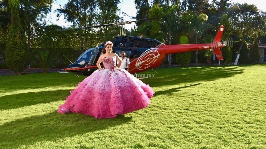 Arribo en helicóptero a jardín