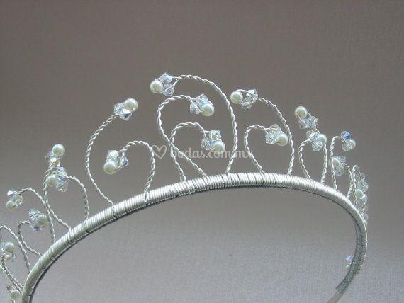 Tiara cristales y perlas