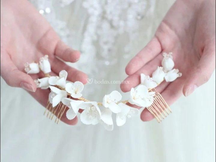 Peineta de flores porcelana