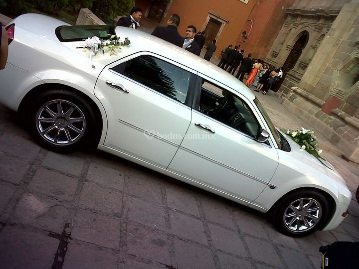 300C de Chrysler color blanco