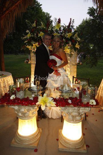 En la recepción juntos con dos velas