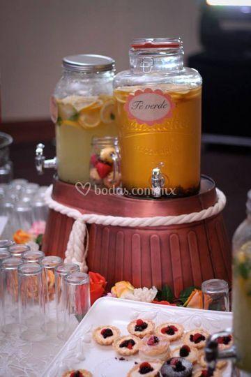 Mesa de bebidas frutales