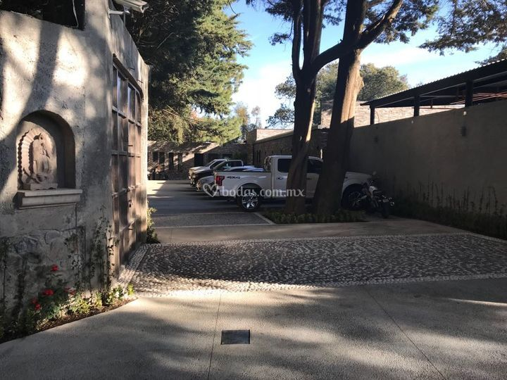 Acceso y estacionamiento