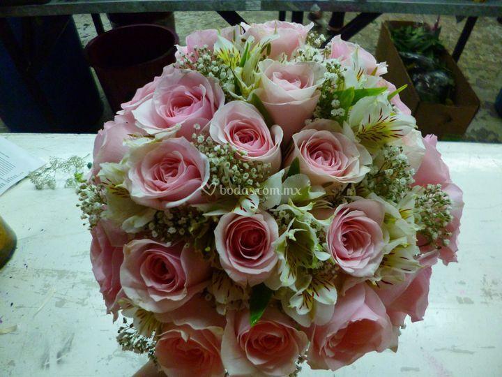 Ramo de gala rosas y alstomeri