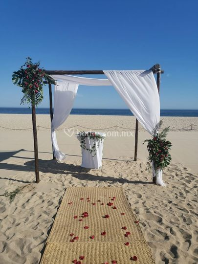 Arco de boda o hupa con rosas