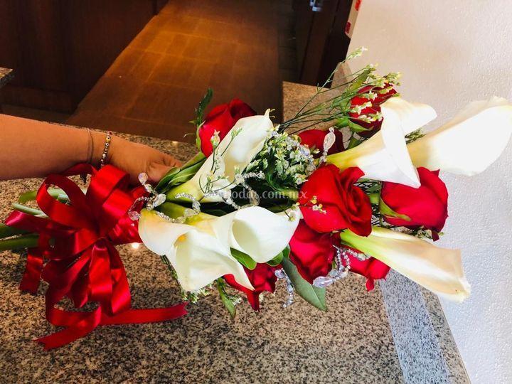 Ramo de novia alcatraz y rosas