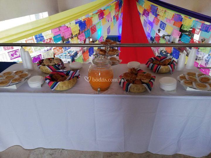 Mesa de alimentos guardefiesta