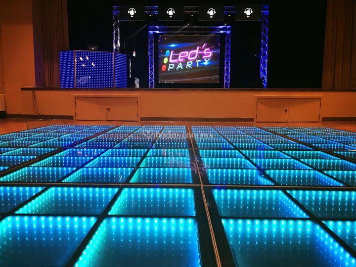 Pista led, pantalla gigante y DJ