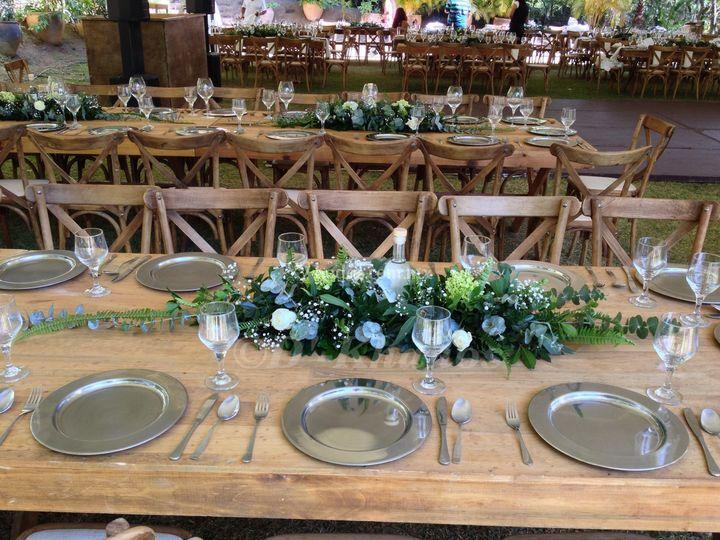 Centro de mesa: greenery.