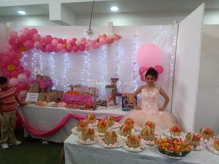 mesa de dulces y canastas de f