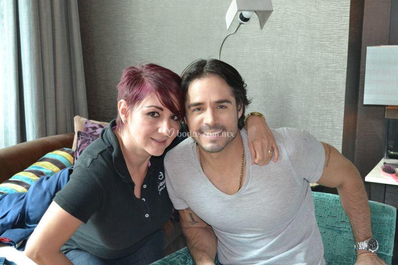 Con el guapo actor Jose Ron