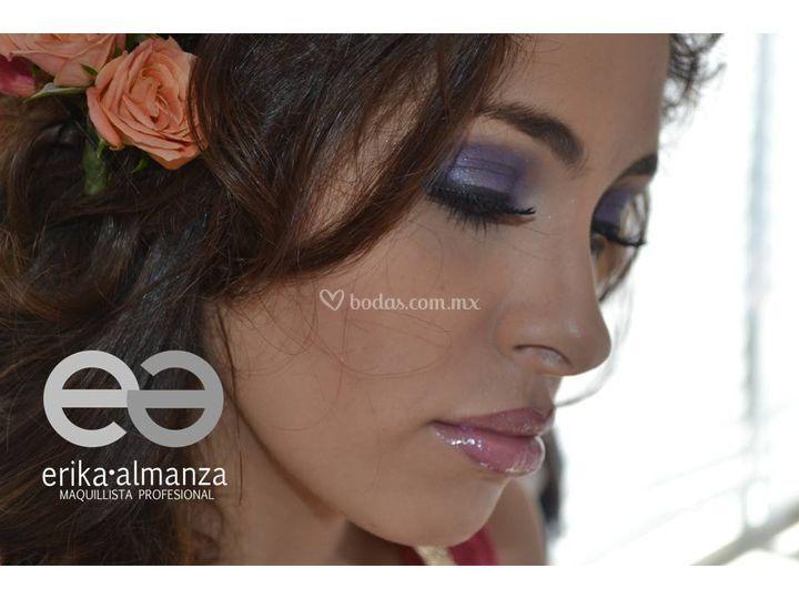 Maquillaje en violetas