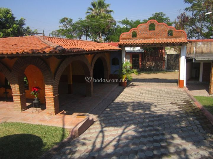 Villa valencia for Jardin villa xavier jiutepec