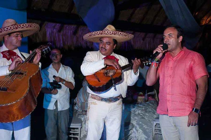 Cantando con el mariachi