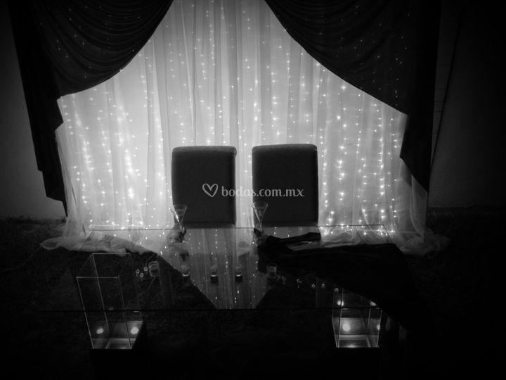 Mesa de novios, cortina de luz