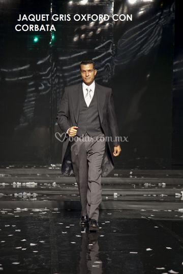 Jaquet gris oxford con corbata