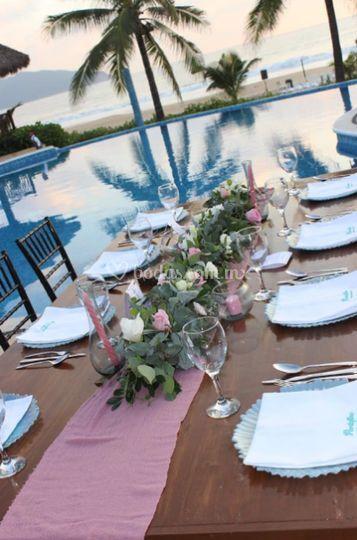 Banquetes junto a la alberca