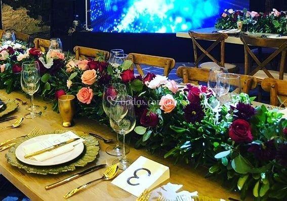 Camino de mesa floral