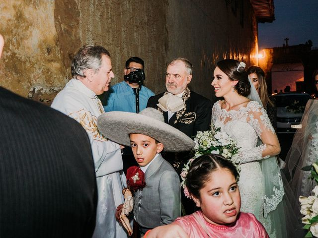 La boda de Alfonso y Alejandra en Pátzcuaro, Michoacán 55