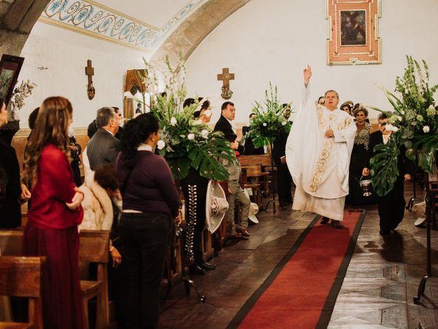 La boda de Alfonso y Alejandra en Pátzcuaro, Michoacán 56