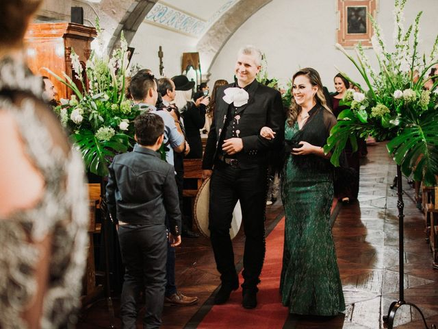 La boda de Alfonso y Alejandra en Pátzcuaro, Michoacán 61