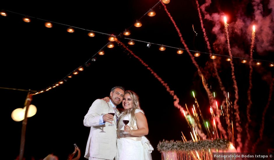 La boda de Juan Carlos y Luz del Carmen en Ixtapa Zihuatanejo, Guerrero