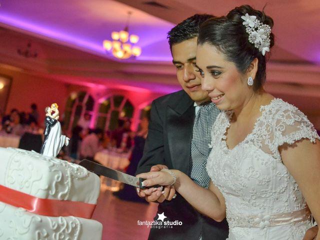 Tuvimos una boda muy alegre, ya que toda la noche cantamos, reímos y bailamos hasta quedarnos en Toms. Sin duda fue la boda de mis sueños.