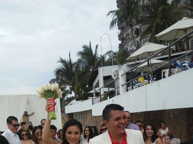 La boda de Carlos  y Yadira en Puerto Vallarta, Jalisco 14