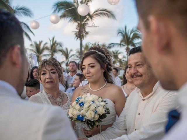 La boda de Arturo y Marlenne en Acapulco, Guerrero 32