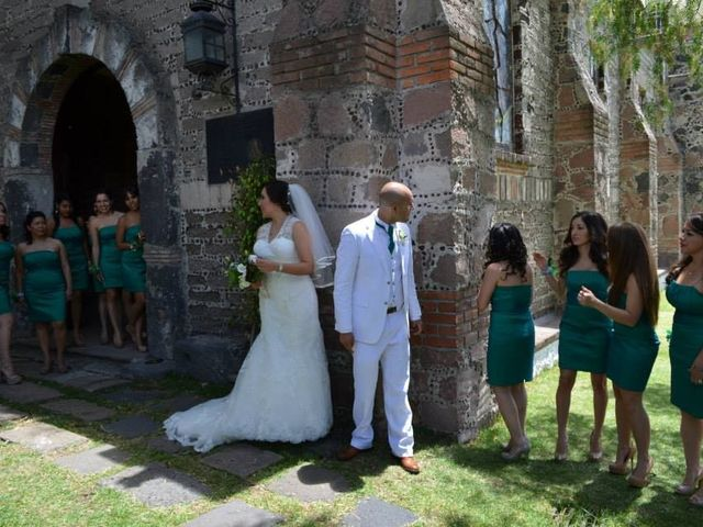 La boda de Oswaldo y Lily en Tepetlaoxtoc, Estado México 1