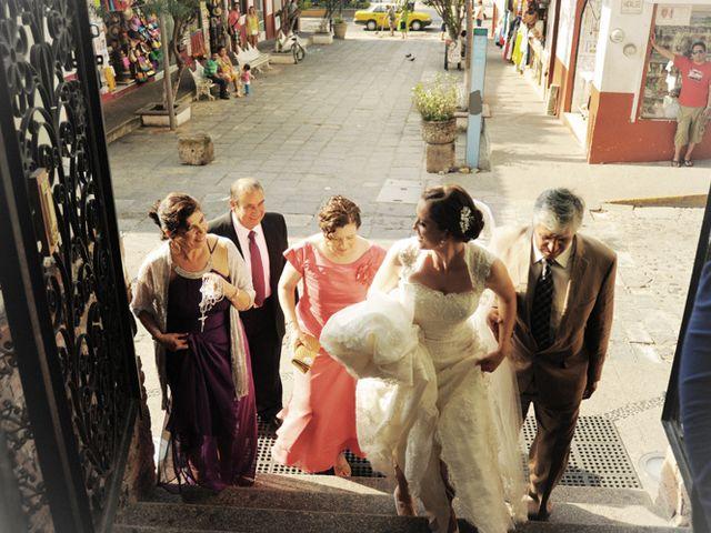 La boda de Christian y Araceli en Puerto Vallarta, Jalisco 16
