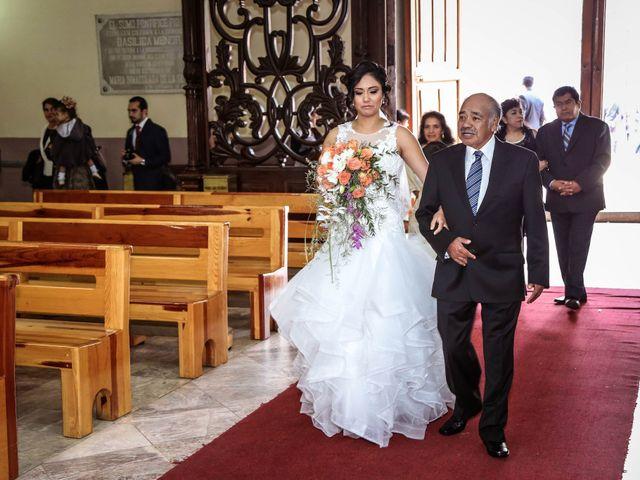 La boda de Carlos y Esthela en Pátzcuaro, Michoacán 25