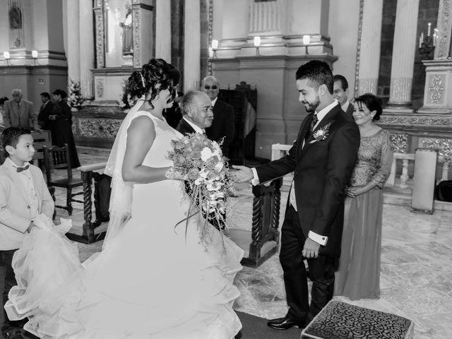 La boda de Carlos y Esthela en Pátzcuaro, Michoacán 26