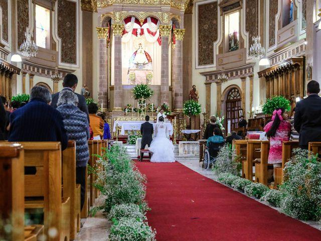 La boda de Carlos y Esthela en Pátzcuaro, Michoacán 28