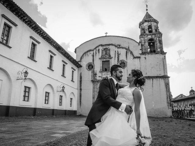 La boda de Carlos y Esthela en Pátzcuaro, Michoacán 35