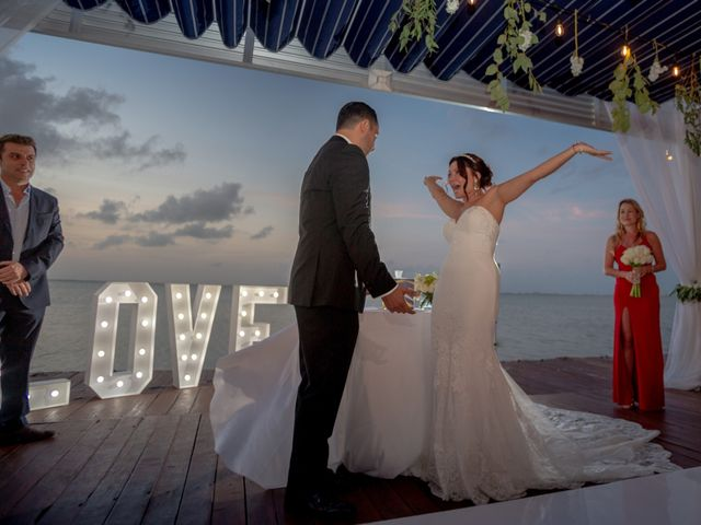 La boda de Alejandro y Elena en Cancún, Quintana Roo 39
