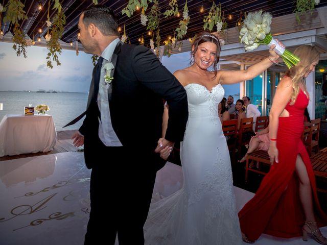 La boda de Alejandro y Elena en Cancún, Quintana Roo 41