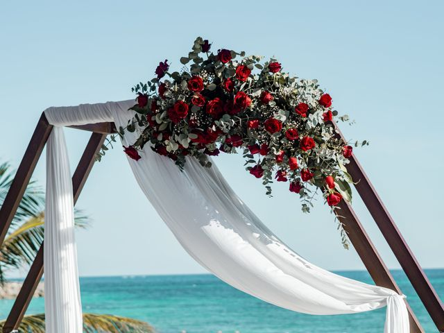 La boda de Adrián y Alejandra en Cancún, Quintana Roo 39