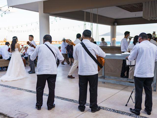 La boda de Adrián y Alejandra en Cancún, Quintana Roo 76