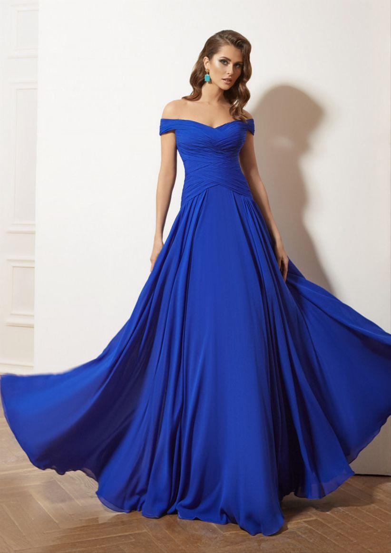 b48f5aab2 45 vestidos de noche azul rey para brillar como invitada - bodas.com.mx