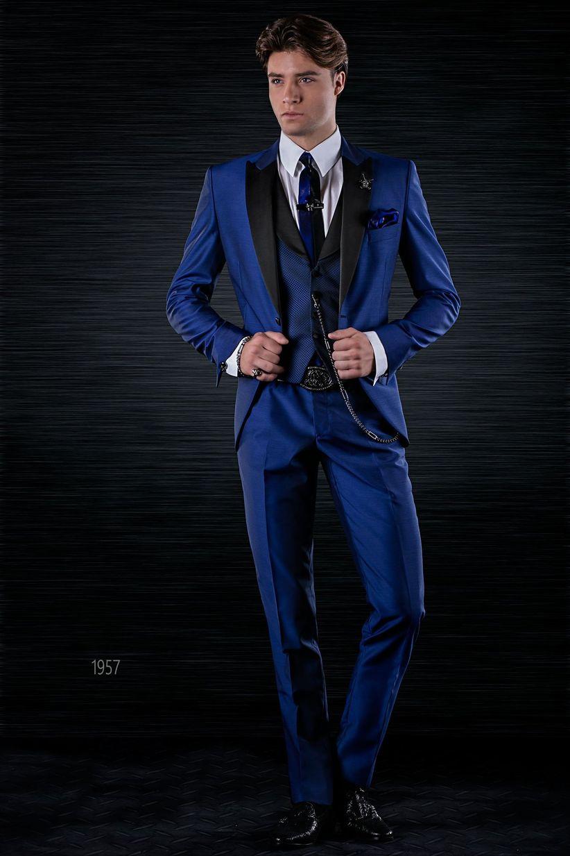 Vestido azul marino con saco negro