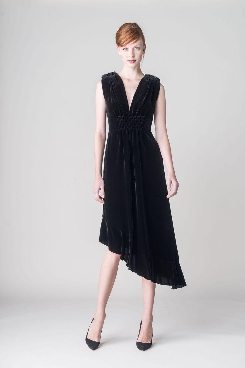 SoСЂС–РІВ±ar con gente vestida de negro