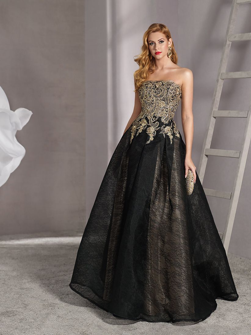Outfit vestido negro largo de noche