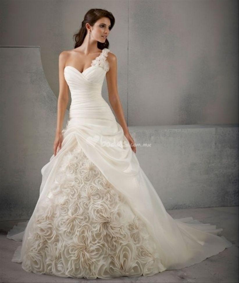 Vestido novia escote asimetrico