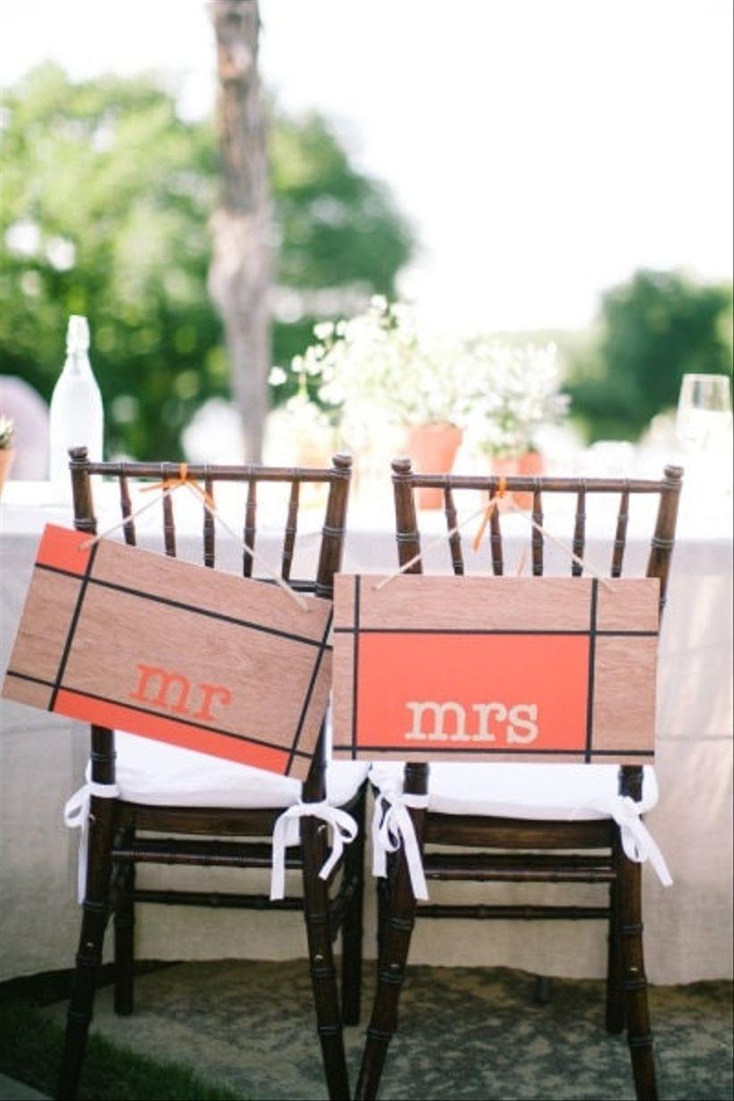 Decorar las sillas de los novios for Sillas para novios