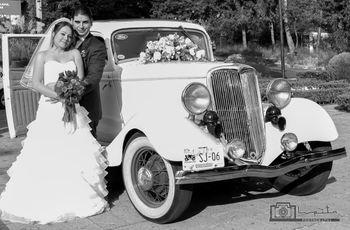 Las fotos con el auto de novios