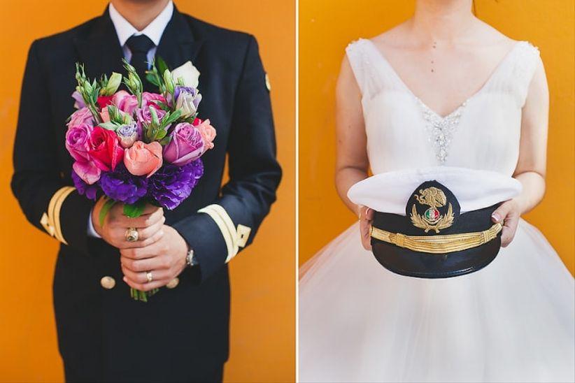 Otras ideas pueden ser una boda hawaiana, ranchera, deportiva o mexicana, utilizando papel picado y colores vivos como decoración.