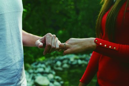 Las 9 preguntas que les harán al anunciar su compromiso