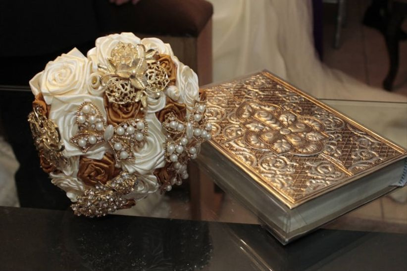 Blaeva Brooch Bouquet