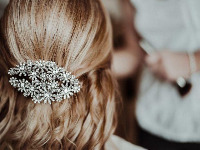 Complementos de novia: ¿qué combina con el color de tu cabello?